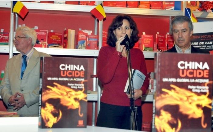 Gina Sturdza la prezentarea carţii China ucide, la Gaudeamus 2012