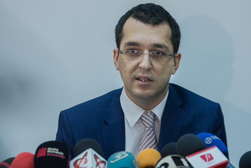 Vlad Voiculescu(Ministrul Sanatatii)