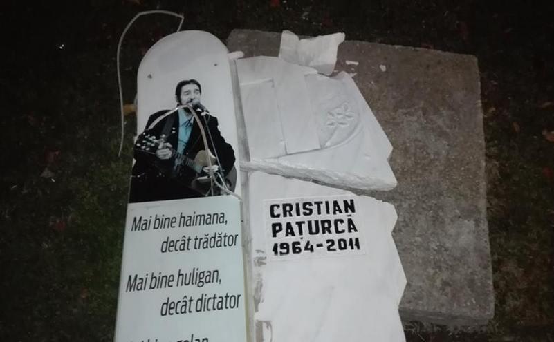 Monumentul lui Cristian Paţurcă, din Piaţa Universităţii, vandalizat.