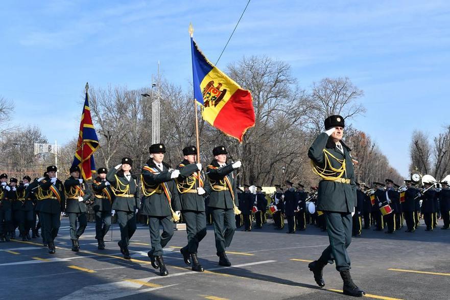 Militarii Armatei Naţionale la Parada militară din Bucureşti, 1.12.2016 (foto MApN, Nicuşor Comănescu)