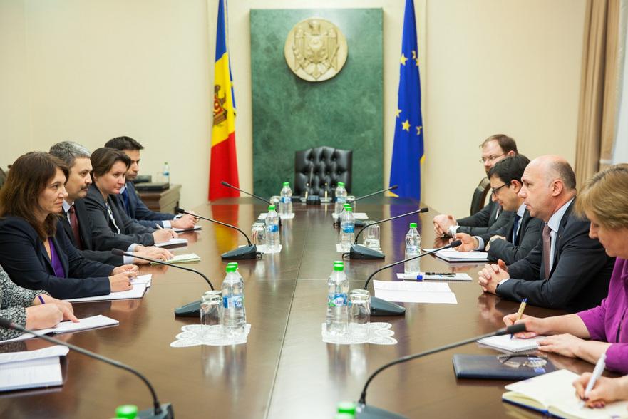Prim-ministrul Pavel Filip şi şefa misiunii Fondului Monetar Internaţional, Ivanna Vladkova-Hollar
