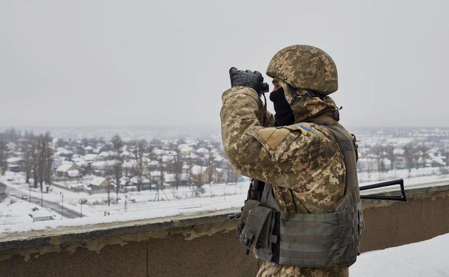 Soldat ucrainean în oraşul Avdiivka, Ucraina, 8 ianuarie 2016.