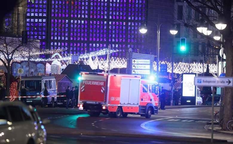 Scena unui posibil atac terorist la un târg de Crăciun din Berlin, 19 decembrie 2016.