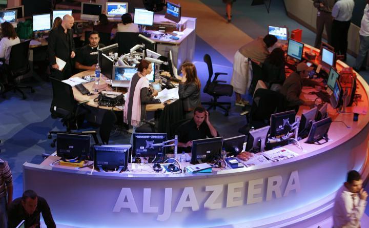Studio de ştiri în sediul companiei media Al Jazeera.