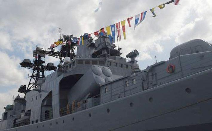 Nava de luptă rusească Amiral Tributs este văzută sosind în portul Manila, Filipine, în 3 ianuarie 2017.