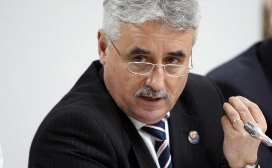 Ministrul Finanţelor, Viorel Ştefan.