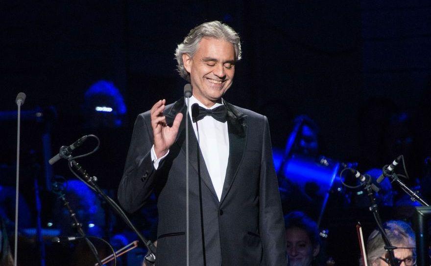 Tenorul italian Andrea Bocelli.