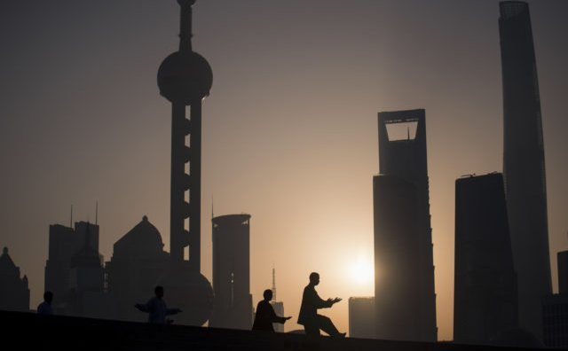 Complexul Skyline a Districtului de Finanţe din Shanghai pe 11 noiembrie 2016