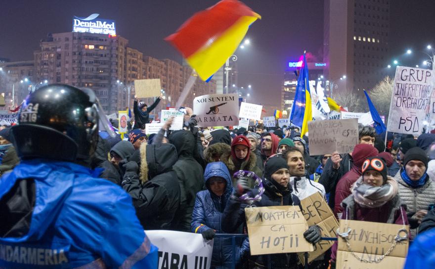 """Proteste împotriva """"ordonanţelor-elefant"""""""