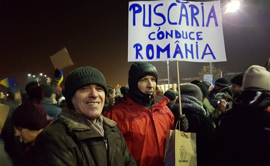 Mircea Cărtărescu la protestul din Piaţa Victoriei din 1 februarie 2017, alături de alţi scriitori din asociaţia PEN România: Radu Vancu, Ioana Nicolaie, Lidia Bodea, Mihai Coşuleţu, Cosmin Alexandru, Dana Papadima.