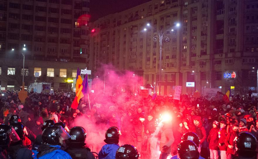 Jocuri de artificii la protestele împotriva guvernului, 1 februarie 2017