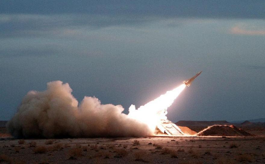Armata iraniană lansează o rachetă sol-aer dintr-o locaţie nedezvăluită în Iran, 13 noiembrie 2012.