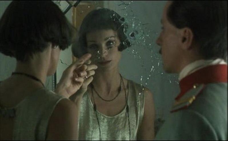 """Scenă din filmul """"O vară de neuitat"""", de Lucian Pintilie, cu Claudiu Bleonţ şi Kristin Scott Thomas, după un roman de Petru Dumitriu."""
