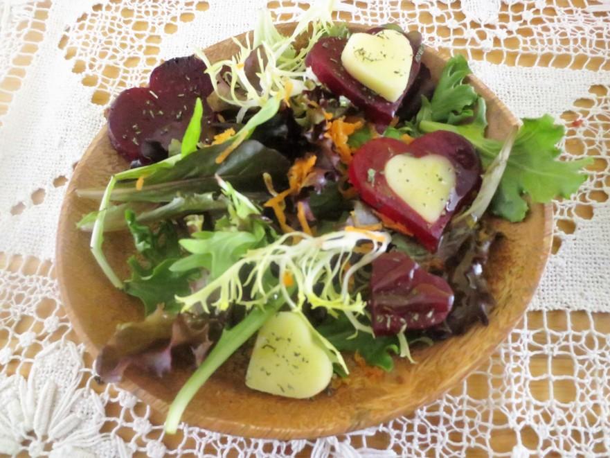 Salată cu sfeclă coaptă şi caşcaval