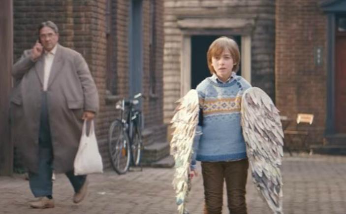Un copil decide să-şi schimbe obiceiurile alimentare urmându-şi visul: acela de a zbura.
