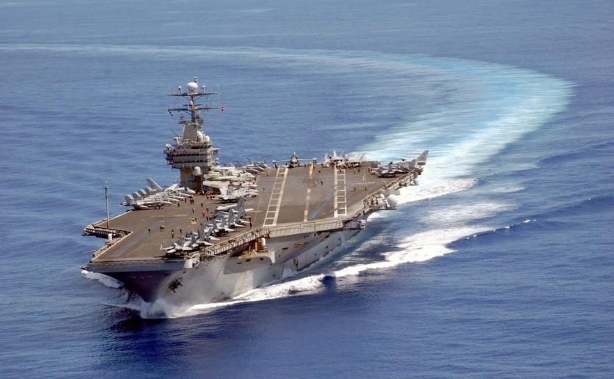 Portavionul american USS Carl Vinson.