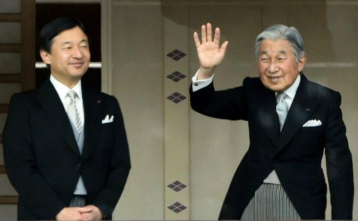 Naruhito (stânga) şi Akihito (dreapta)