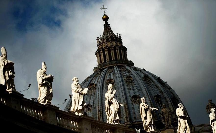 Domul bazilicii Sfântul Petru din Vatican.