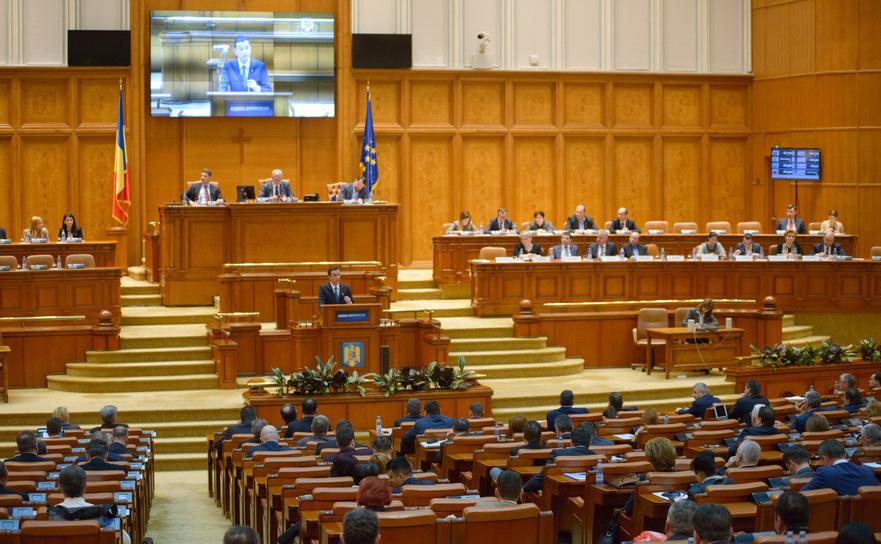 Premierul Sorin Grindeanu in fata plenului Camerei Deputatilor