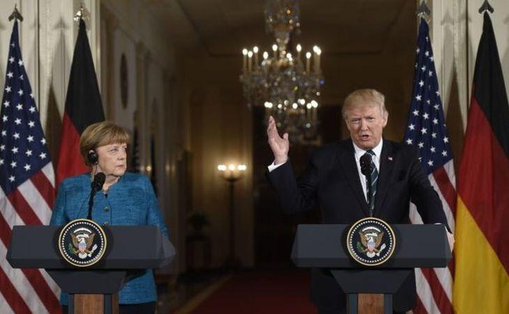 Preşedintele  american Donald Trump (dr) şi cancelarul german Angela German la o  conferinţă comună de presă la Casa Albă, Washington, DC, 17 martie 2017.