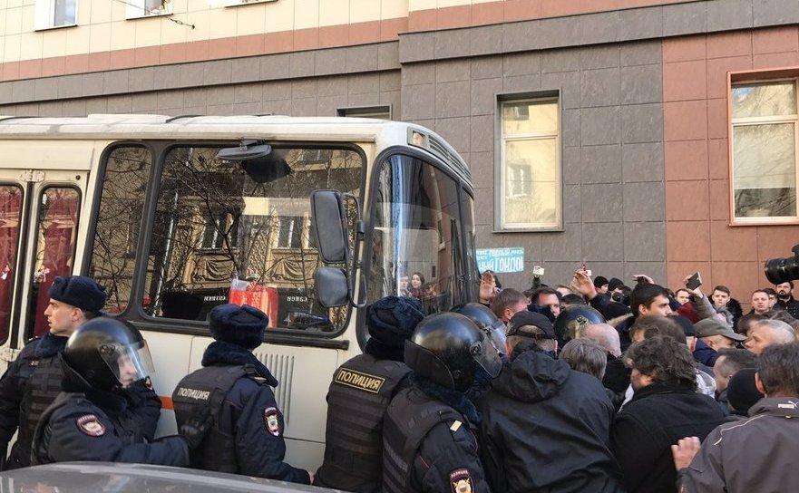 Alexei Navalnîi luat de poliţie