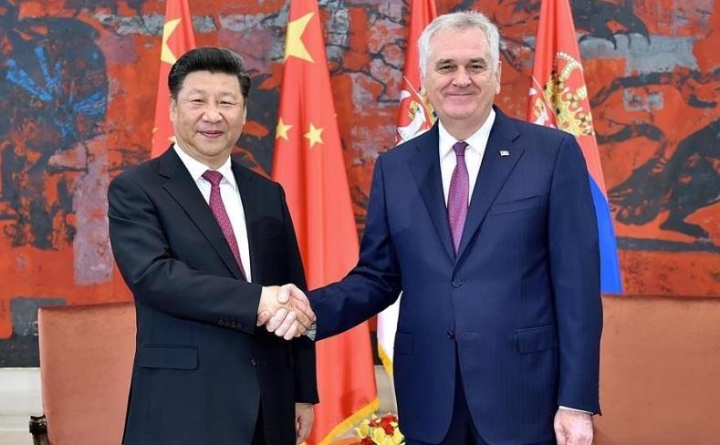 Preşedintele Serbiei, Tomislav Nikolici, împreună cu preşedintele Chinei, Xi Jinping, Beijing