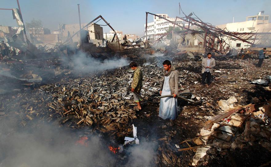 Locul unui atac aerian al coaliţiei conduse de saudiţi în capitala yemenită Sanaa, 14 februarie 2016.