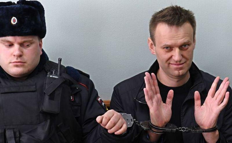 Alexei Navani, care a fost arestat în timpul protestului anti-corupţie din 26 martie, gesticulează în timpul unei audieri pentru apel la un tribunal din Moscova, 30 martie 2017.
