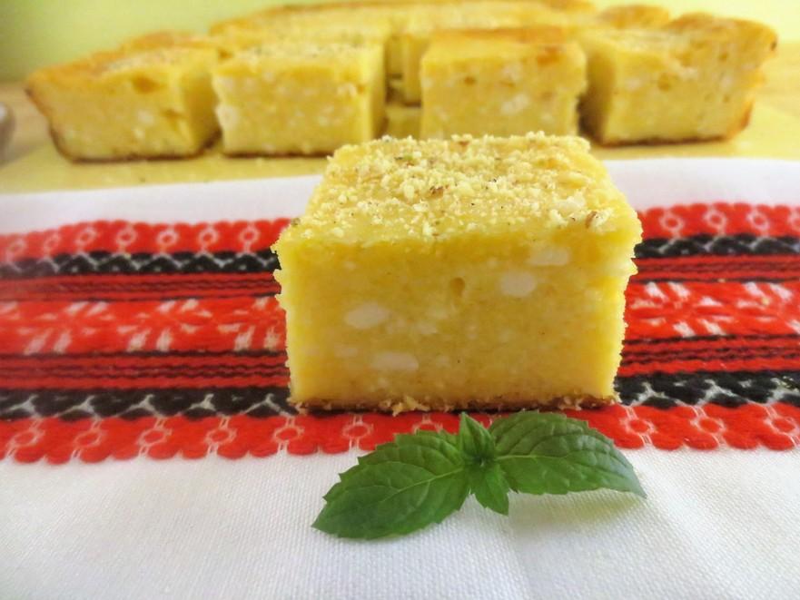 Plăcintă cu mălai şi brânză