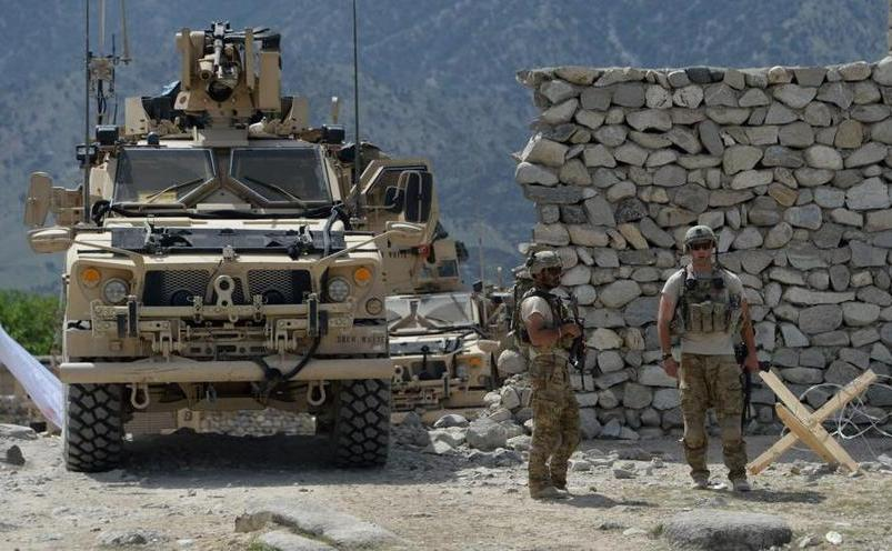 Soldaţi americani patrulează în districtul Achin al provinciei afgane Nangarhar, 15 aprilie 2017, în timpul unei operaţiuni împotriva Statului islamic.