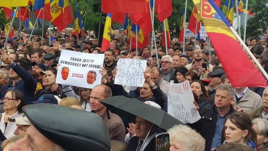 Protest la Chişinău împotriva schimbării sistemului de vot