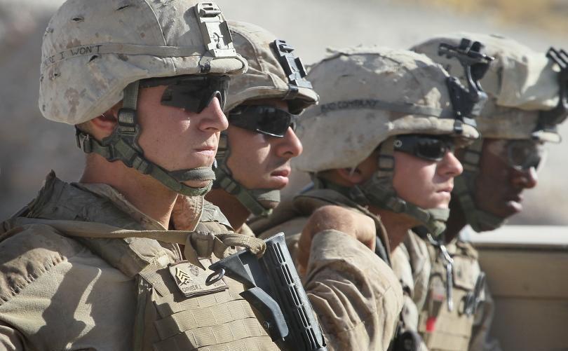 Soldaţi ai Marinei SUA.