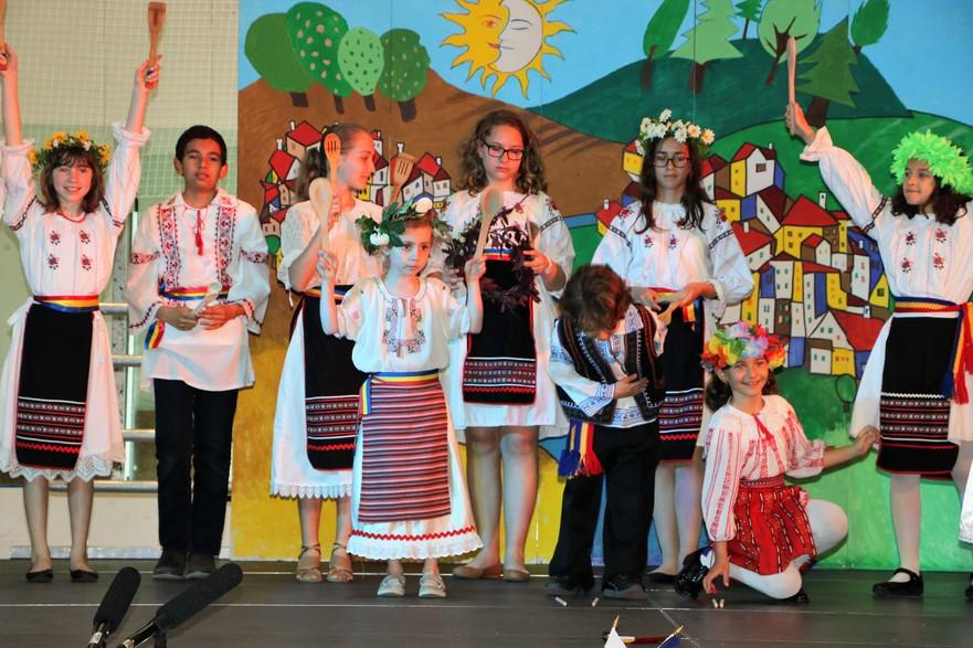 Festivalul Culturilor Carassauga- Pavilionul Românesc - Grupul de copii Hora