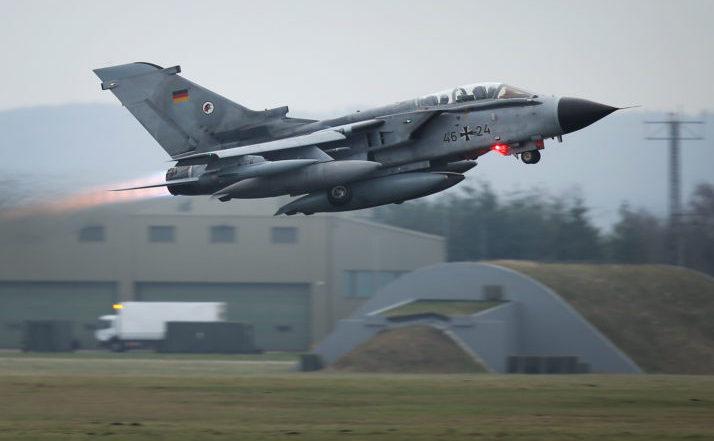 Un avion de luptă german decolează de la baza aeriană Incirlik din Turcia.