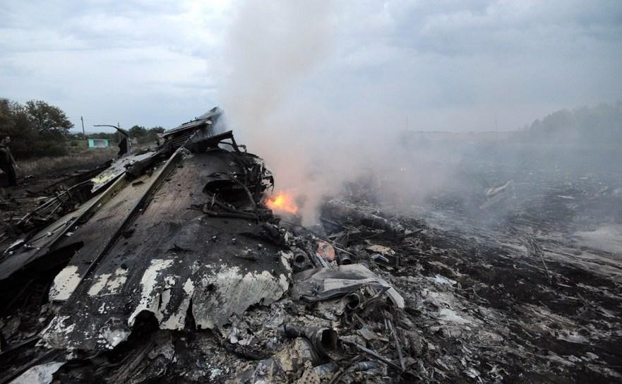 Rămăşitele zborului malaezian civil MH17, care a fost doborât în estul Ucrainei în 17 iulie 2014.
