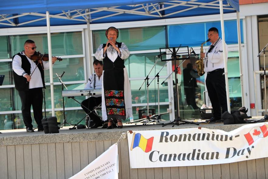Ceteraşii de la Gherla -la sărbătoarea Zilei Romano-Canadiane din Kitchener