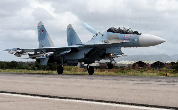 Bombardier rusesc Su-35 aterizează la baza militara Hmeimim din provincia siriană Latakia.
