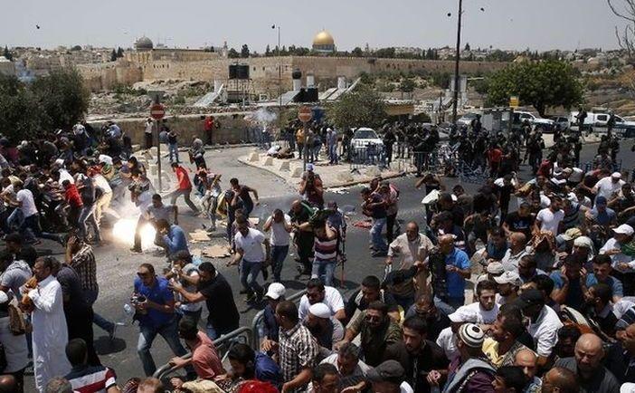 Ciocniri violente între palestinieni şi forţele de securitate israeliene la Muntele Templului, Ierusalim, 21 iulie 2017.