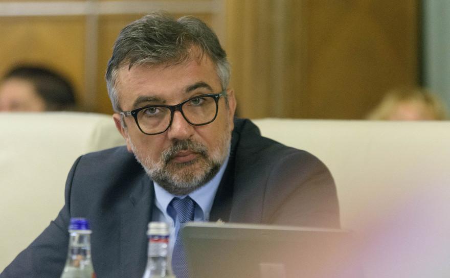 Lucian Romascanu(Ministrul Culturii si Identitatii Nationale),