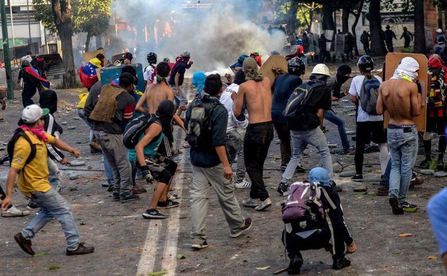 Ciocniri între poliţie şi manifestanţi anti-guvern în Caracas,  Venezuela, 26 iulie 2017.