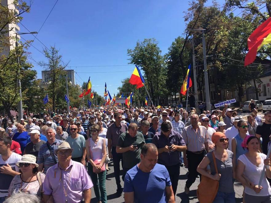 Protest masiv la Chişinău