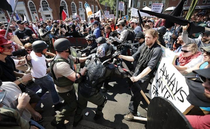 Ciocniri violente în oraşul Charlottesville, statul american Virginia, 12 august 2017.
