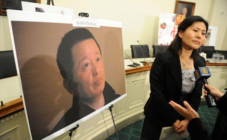 Geng He, soţia avocatului chinez pentru drepturile omului Gao Zhisheng, discută cu presa la Capitoll Hill în 18 ianuarie 2011.
