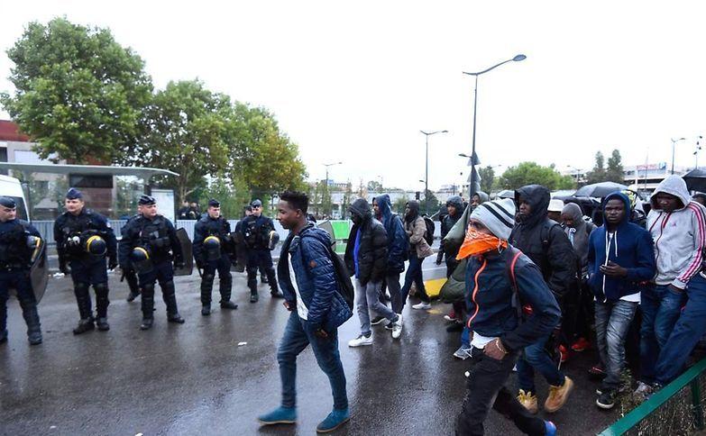 Poliţia evacuează o tabără ilegală de imigranţi în Porte de la Chapelle, nordul Parisului, 18 august 2017.