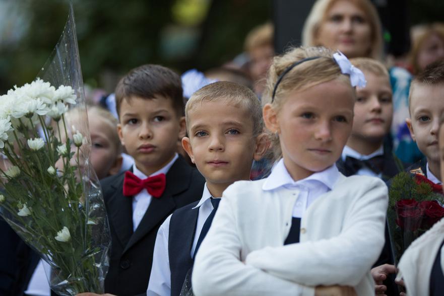 Elevi la careu. Începutul anului şcolar în R. Moldova