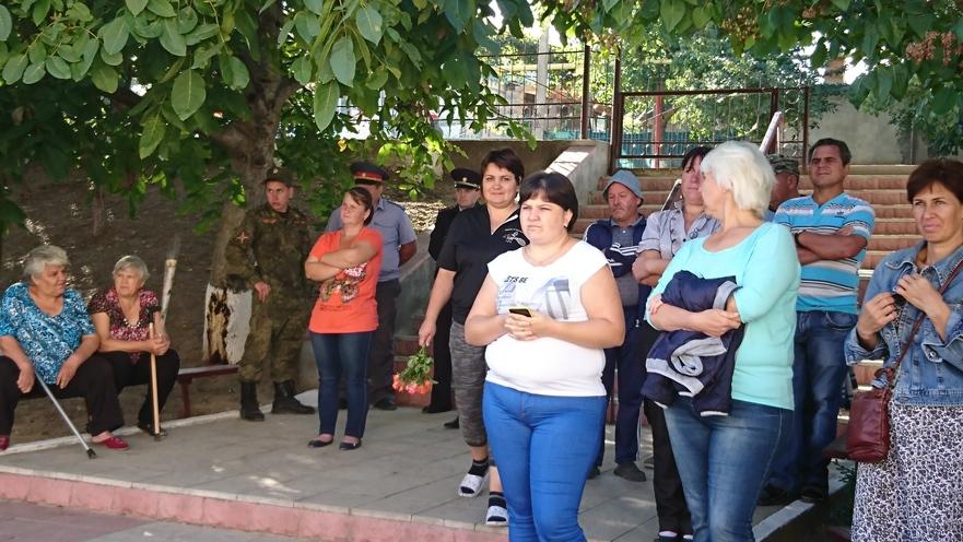 Careul de 1 septembrie în s.Roghi cu prezenţa miliţienilor transnistreni