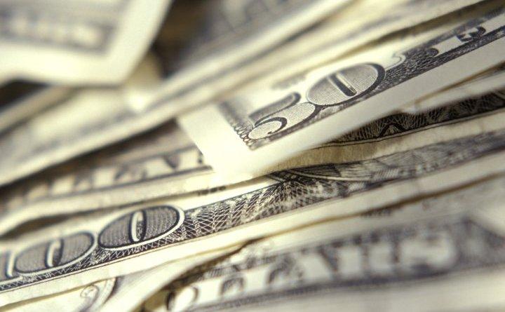 Bancnote de 50 şi 100 de dolari