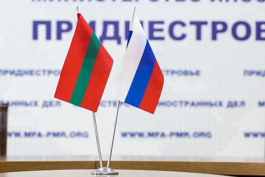 DrapelulTransnistriei şi al Rusiei (Transnistria)