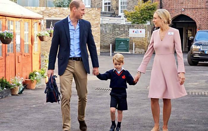 William, Duce de Cambridge, împreună cu micuţul George