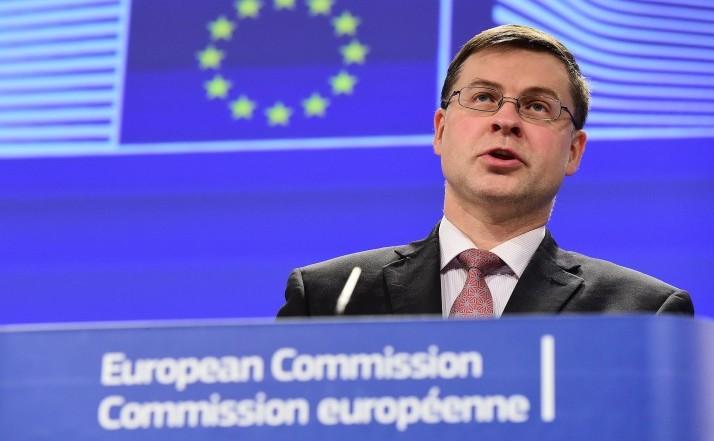 Valdis Dombrovskis, comisarul UE pentru servicii financiare.